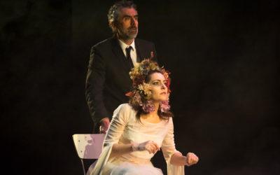 Chi vive giace, la black comedy scritta da Roberto Alajmo e diretta da Armando Pugliese va in scena al Brancati